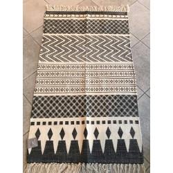 Tappeto in cotone bianco e nero
