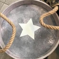 Vassoio in legno con stella e manici in corda