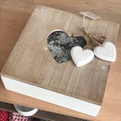 Scatola quadrata in legno con foto cuore