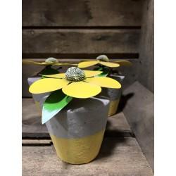 Fiore decorativo con vaso