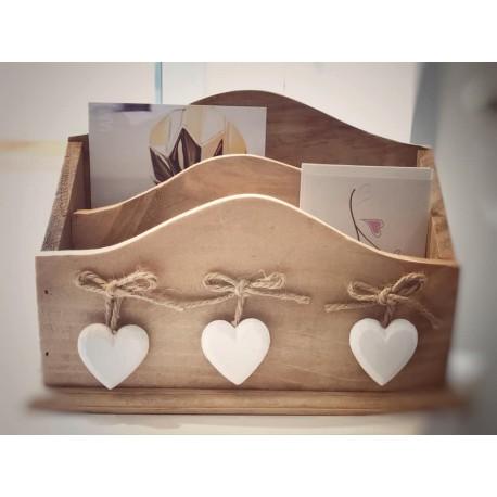 Porta lettere in legno con cuori