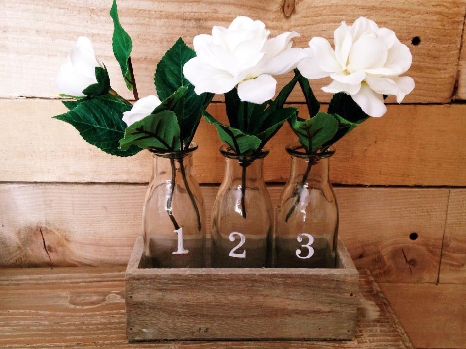 Vassoi In Legno Con Vetro : Contenitore in legno naturale con bottiglie di vetro