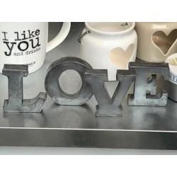 Scritta LOVE in zinco