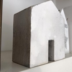 Casetta in legno bianca